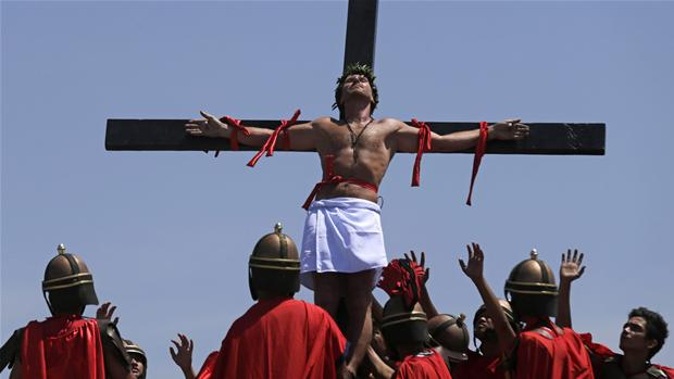 Lasse Spang Olsen crucified in Phillippines