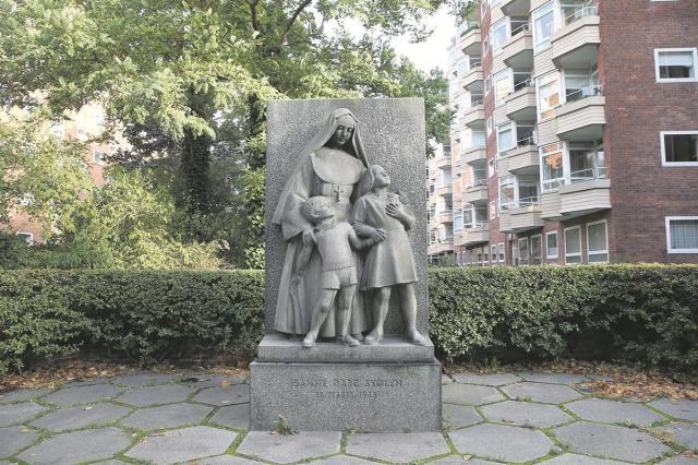 Monument of the Jeanne darc school Copenhagen
